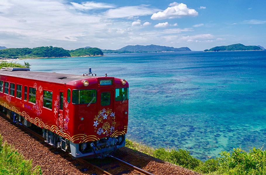 絶景・美食を満喫!山陰線をはしる観光列車。